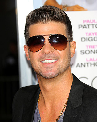 Robin Thicke in sunglasses