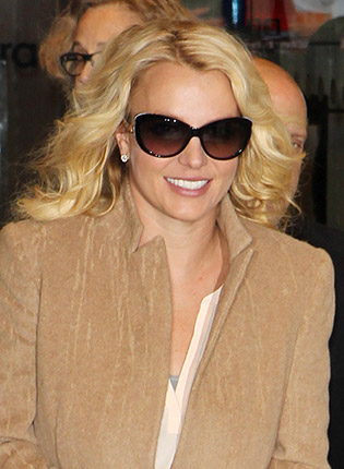 Britney Spears in oversized sunglasses