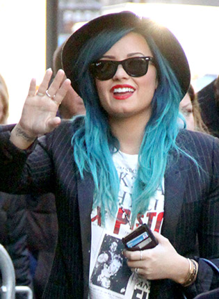 Demi Lovato wearing sunglasses