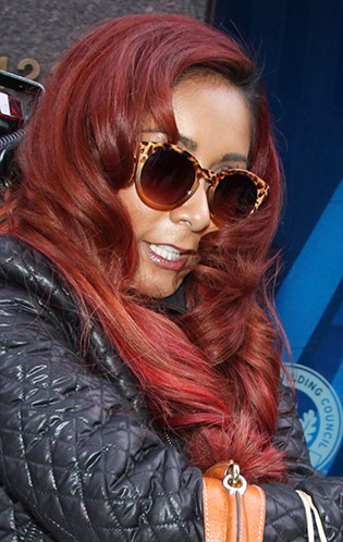 Snooki wearing sunglasses
