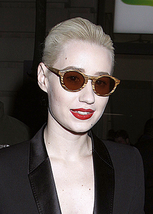 Iggy Azalea in wood style sunglasses