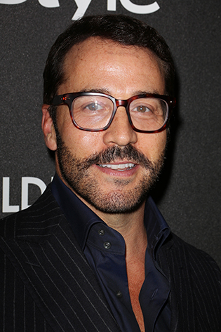 Jeremy Piven in glasses