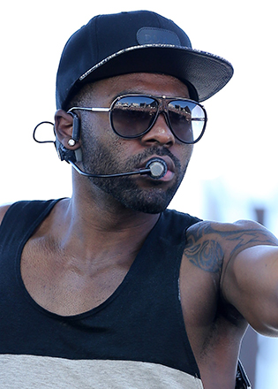 Jason Derulo in aviator sunglasses